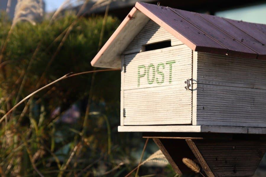 Envoyer un colis sans se déplacer : c'est possible avec La Poste !