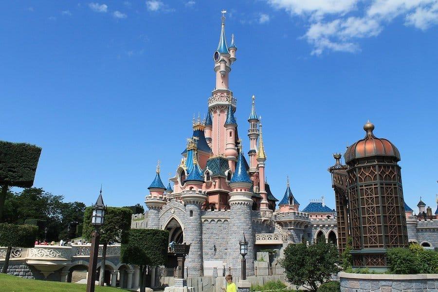 le parc DisneyLand Paris rouvre